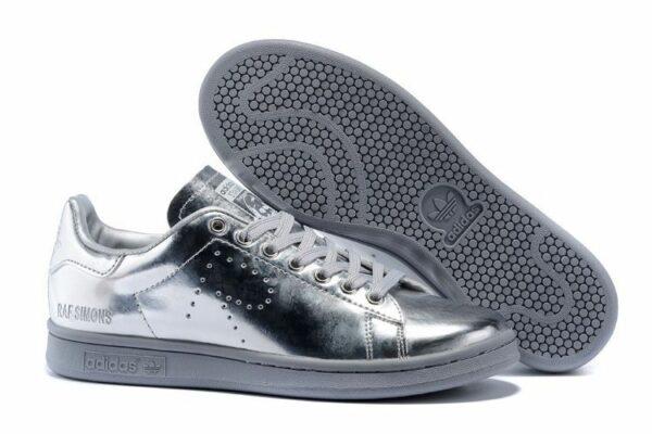 Серебряные кроссовки Adidas