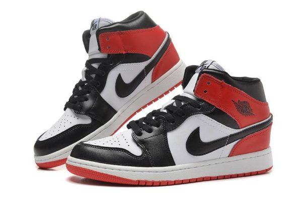 Nike Air Jordan 1 Retro черно-белые (40-44)